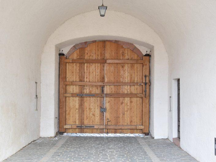 Hoftor fertig eingebaut - Schloss Colditz